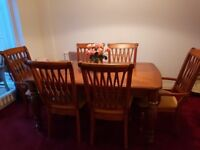 Unusual extending dining table and 6 chairs. Good condition