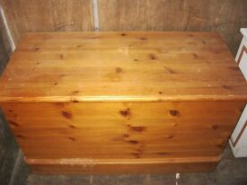 MODERN SOLID PINE BLANKET BOX. VERSATILE IN USAGE & LOCATION. VIEWING/DELIVERY AVAILABLE