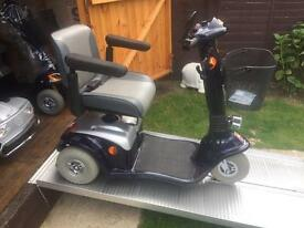 STYLISH - FAST ALL TERRAIN DAYS STRIDER LOVELY 3 WHEEL MOBILITY SCOOTER + REMOTE ALARM - ONLY £320