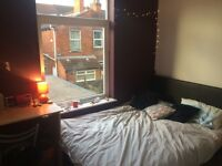 Double room very clean - £300 per month