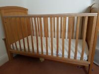 Wooden cotbed with teething rail