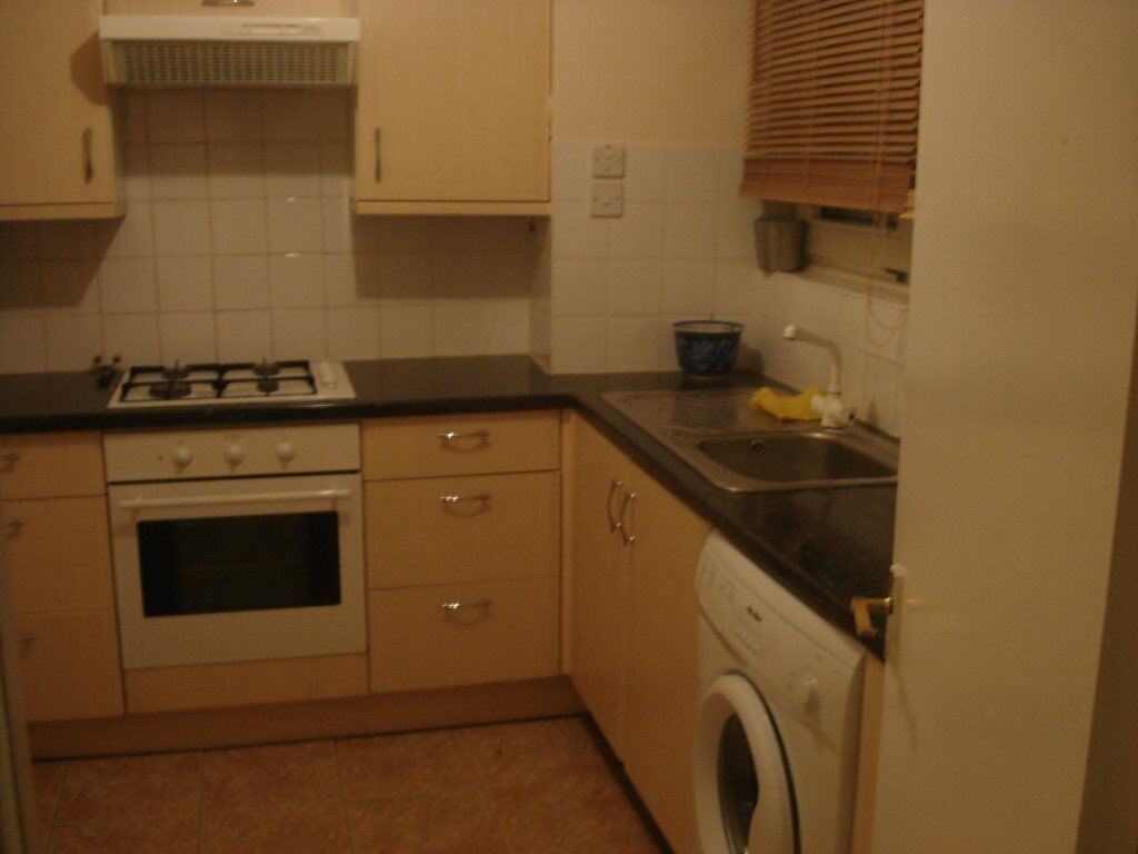 HUGE TRIPLE ROOM FOR 3 PEOPLE WITH 3 SINGLE BEDS