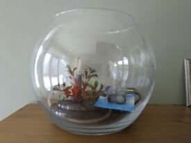 Glass fish bowl with pump and 2 new filter refills