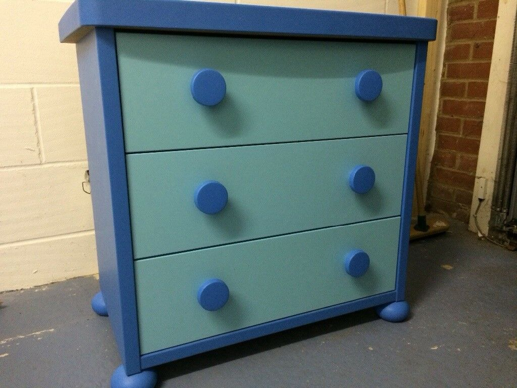 2 x identical chest of drawers