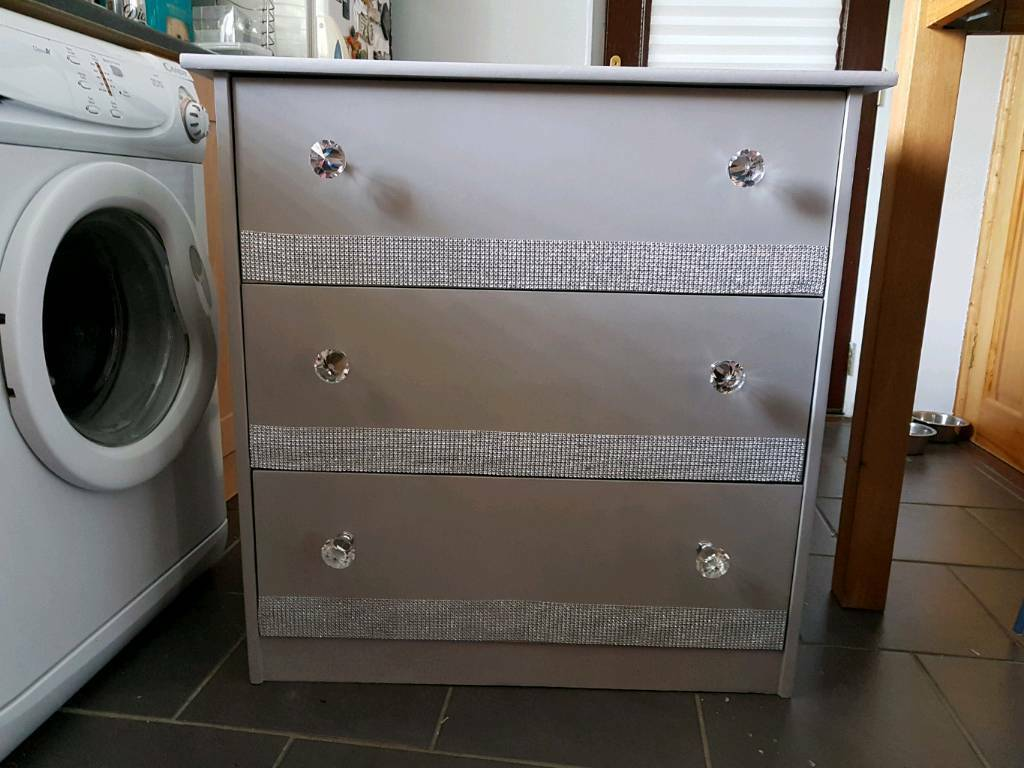 """Chest of Drawers With Blingin Dungannon, County TyroneGumtree - Chest of Drawers With BlingBeautiful chest of drawers. Have listed at £45 ono This chest of drawers has decent depth of drawers which will store plenty considering its a neat piece of furniture.W 32""""H 32""""D 15.5""""Drawer depth 15.5""""h"""