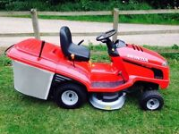 HONDA RIDE ON LAWNMOWER IN EXCELLENT CONDITION AS NEW