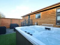 Luxury Holiday Lodge with HOT TUB. free fishing