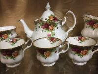 Old Country Roses Royal Albert Bone China tea set. Immaculate 20 pieces including 2 tier cake stand