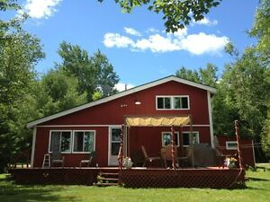 Spacious Lakeshore Cottage for Rent - Lake George