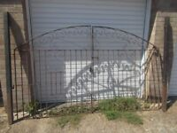 DRIVE WAY GATES WITH POSTS