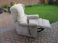 lazy- boy Riser recliner chair 3 motors