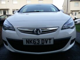 Astra GTC 2.0 Diesel in white with plenty of optional extras