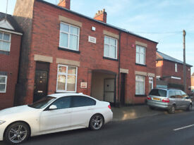 FULLY FURNISHED LARGE 3 BED HOUSE FLAT TO LET - LE2 - £695 - AVAILABLE 2ND DECEMBER