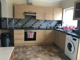 4 BEDROOM HOUSE AVAILABLE NOW IN ILFORD, SOUTH PARK ROAD, IG1 64PR ,