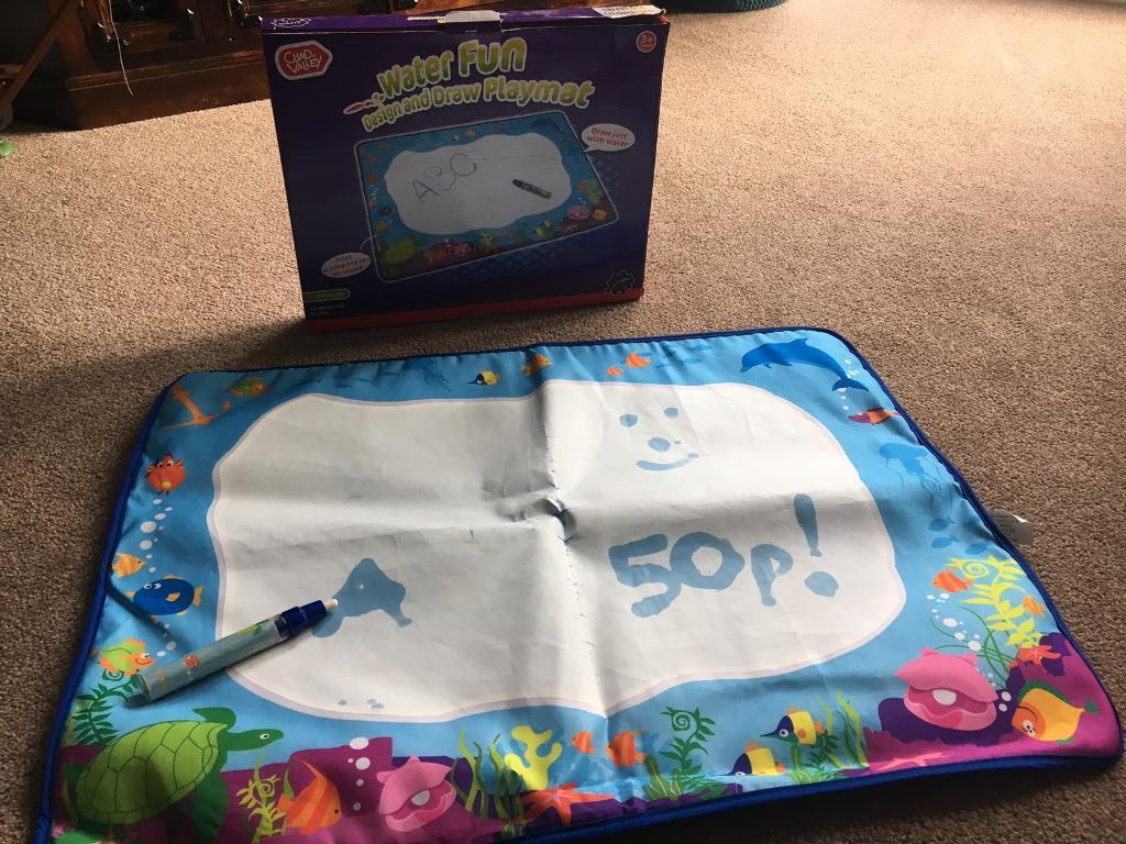 Water draw play mat
