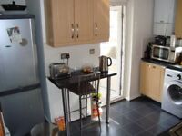 Large Double rooms available in Chiswick flat share -Includes all bills