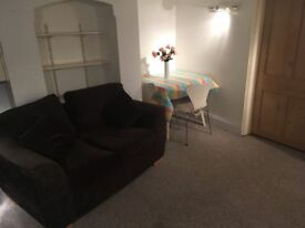 ONE BED FLAT, off Cowley Road, excellent location, £850 incl bills and wifi. No agent fees