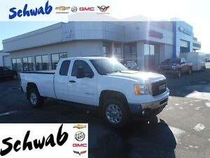 2011 GMC Sierra 3500HD SLE, Leather, Bluetooth,