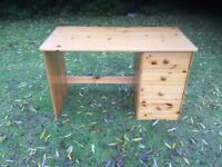 Pine desk good condition 4 drawers