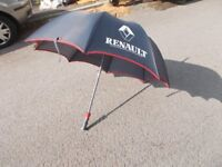Red and navy golf umbrella from Renault