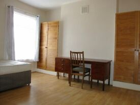 NO AGENCY FEES. NEWLY REFURBISHED 3 BED FLAT, 5 MINS WALK FROM VAUXHALL OR STOCKWELL STATION