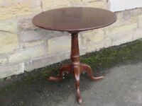 Small pedestal circular table