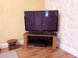 Corner TV Unit. Solid Oak. Mint condition.