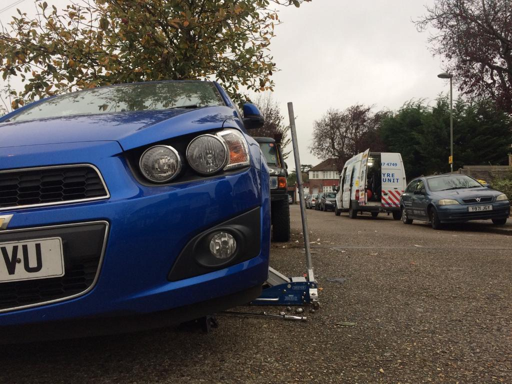 24hours Mobile Tyre Fitting Service Emergency Puncture Repairs, Tyre Fitter 7 Days A Week