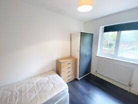 Charming room to rent in South Norwood. All bills included.