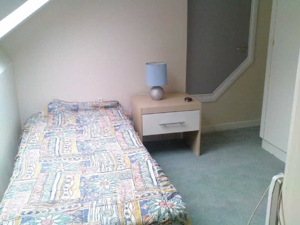 CHEAP SINGLE NEAR ILFORD AT ONLY £115/WEEK!