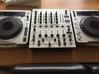 Pioneer CDJ800 MK11 and a Beringer DJX700 mixer