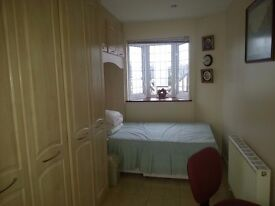 Great size double room with lots of storage near the sutton high street to rent