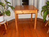 FREE LOCAL DELIVERY !! small TABLE dining kitchen 2 - 4 seater square pine 75 x 75 cm