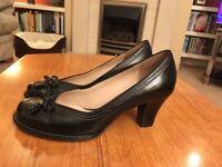 Ladies shoes size 5