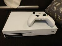 White Xbox one S 1tb 1 controller fully working