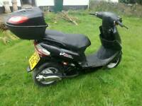 Peugeot vclic 50cc 2008 moped / scooter great for commuting or young drivers