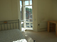 Luxury double bed room in a 2 bed flat in the heart of cov city center with allocated parking