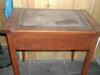 Wooden piano stool with lid