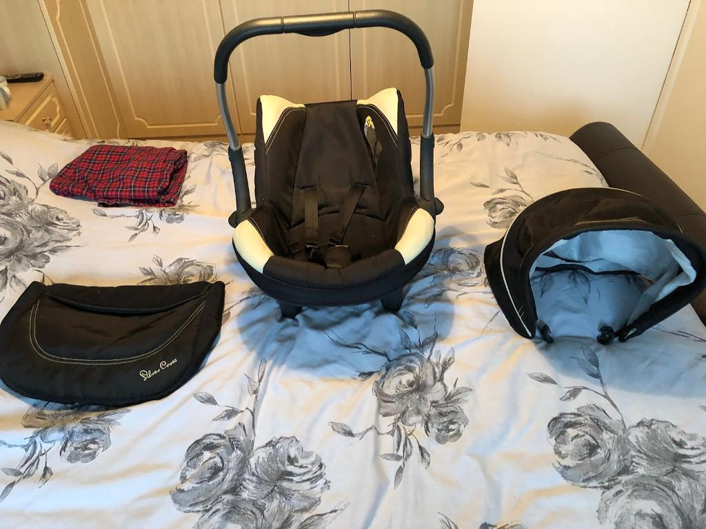 Silver cross car seat and isofix base BARGAIN!!!