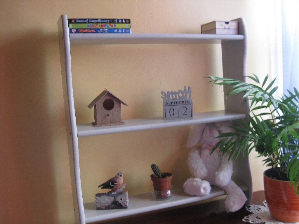 SUPER COOL UPCYCLED GREY SHELF REAL WOOD PAINTED+ WAXED WITH NEW SCREWS. SIZE:W-64cm,D-14,5cm,H-70cm