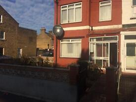 Clean bright double room and a single Near Wood Green station