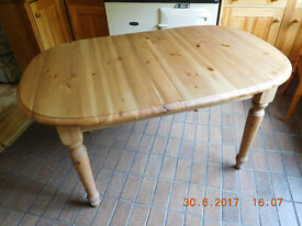 Price Reduced: Pine Kitchen Table - Extendable to 6 feet - with Attractive Turned Legs