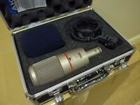 AKG C4000B Studio Condenser Microphone