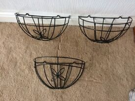 6 wall hanging baskets