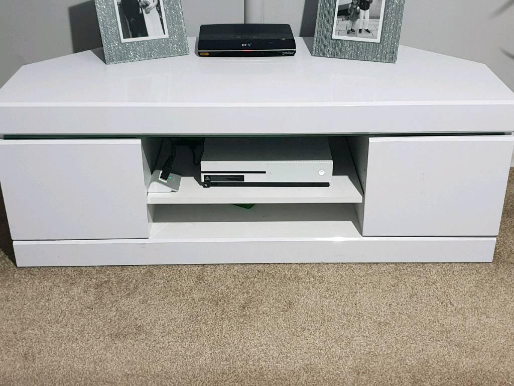 timeless design a6de7 bfc17 White Gloss Corner TV Unit | in Wickford, Essex | Gumtree