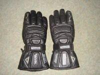 Black leather La Trek motorcycle / motorbike gloves