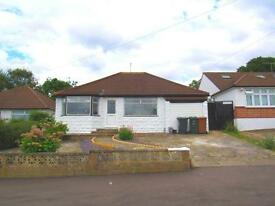 4 bedroom house in Greenfield Avenue, , Watford