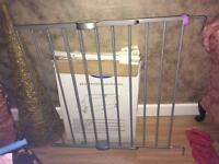 Wall fixed baby gate
