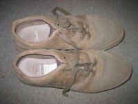 Men's Casual Shoes/Trainers. Fawn Size 101/2.