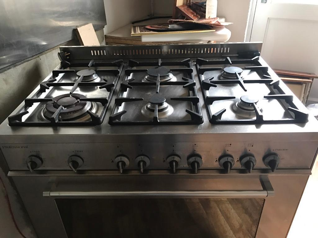 Delonghi Cookerin Newcastle, Tyne and WearGumtree - Delonghi gas cooker and oven.In good condition.90 cm, 6 hobs. Includes hood.Buyer must collect in person